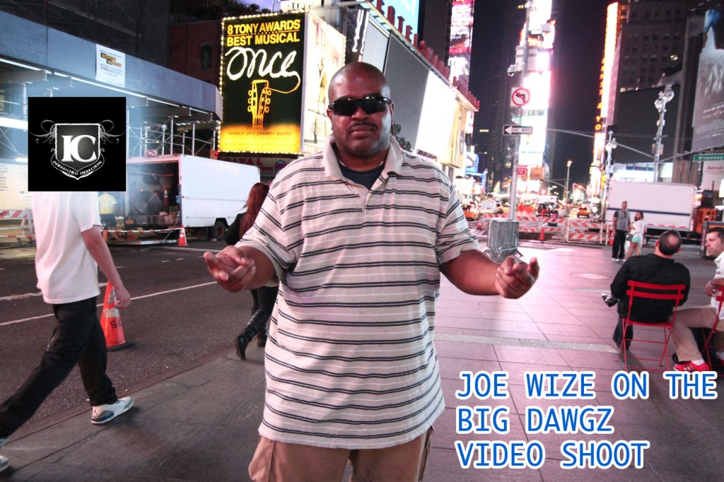 JOE WIZE IN TIMES SQUARE